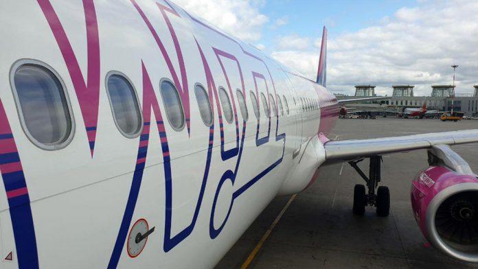 Airbus A321 Wizz Air в аэропорту Санкт-Петербурга Пулково