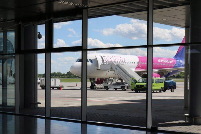 Airbus A320 Wizz Air в аэропорту Львов