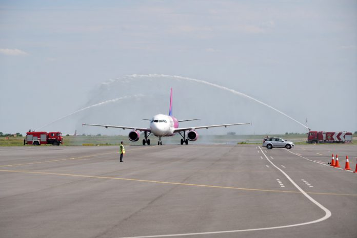 Водный салют для первого рейса Wizz Air в Запорожье