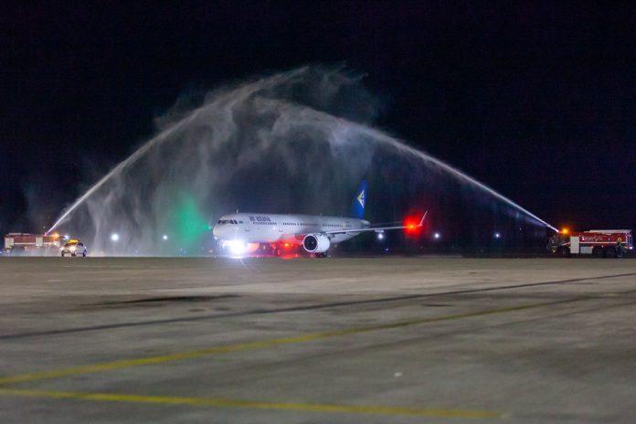 Приветствие водяным салютом возвращения Air Astana в аэропорт Борисполь