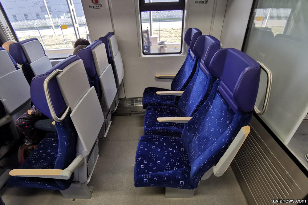 Кресла в вагоне второго класса дизель-поезда ДПКр-3