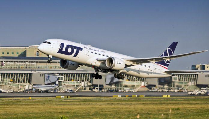 Взлет Boeing 787 LOT