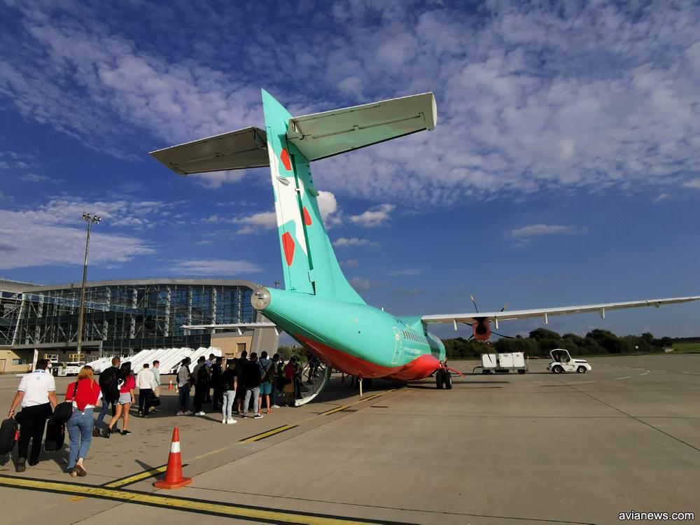 """Посадка в ATR 72-600 """"Роза Ветров"""" в аэропорту Львов"""