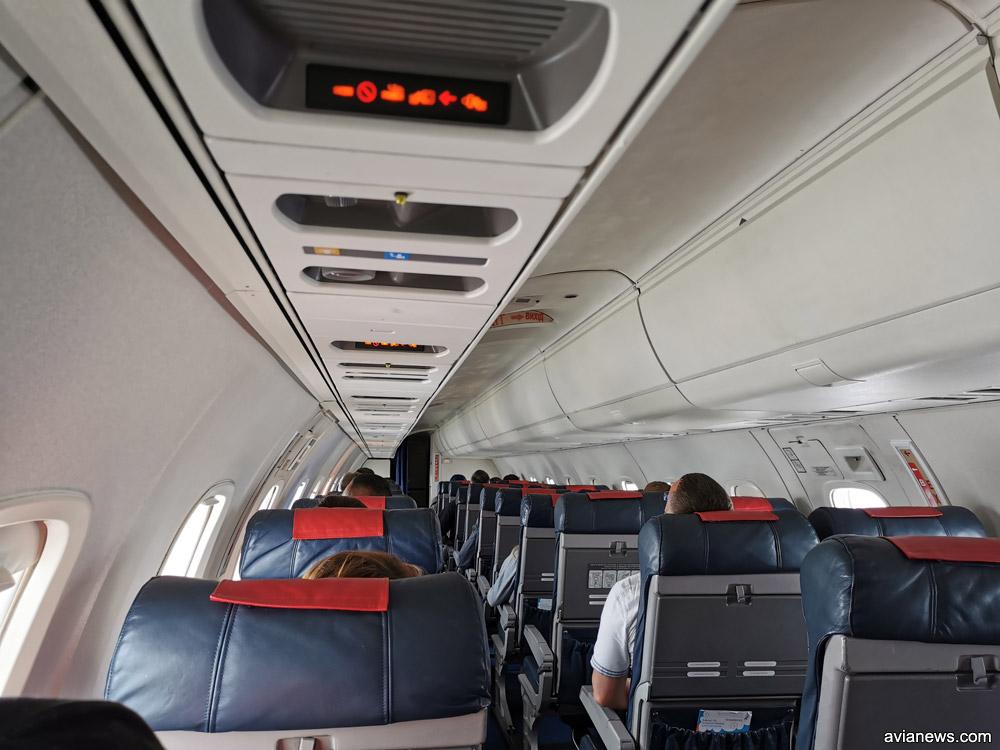 Салон Embraer 145