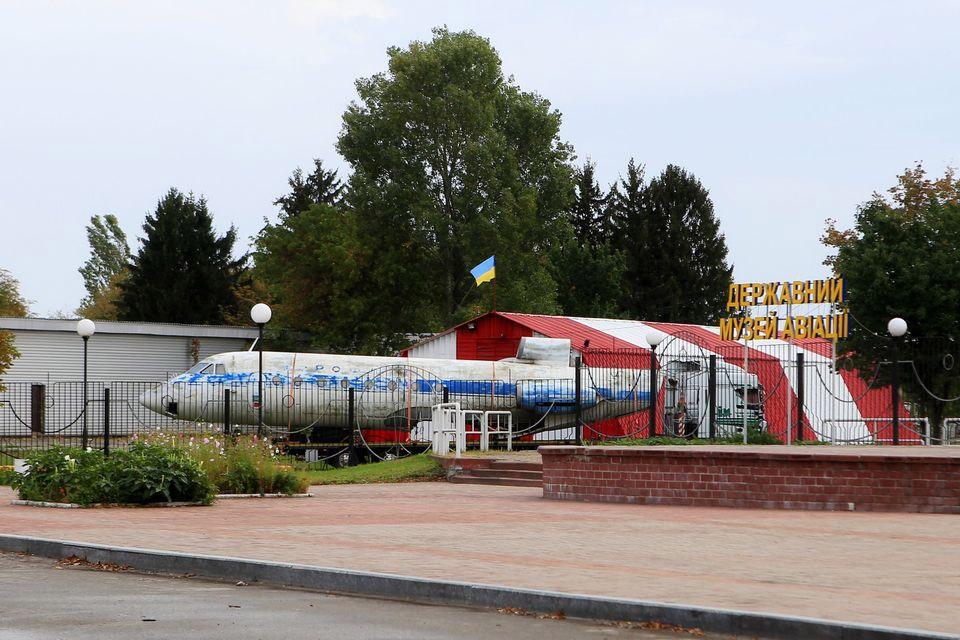 Разобранный Як-40 СССР-87683 на территории Государственного музея авиации