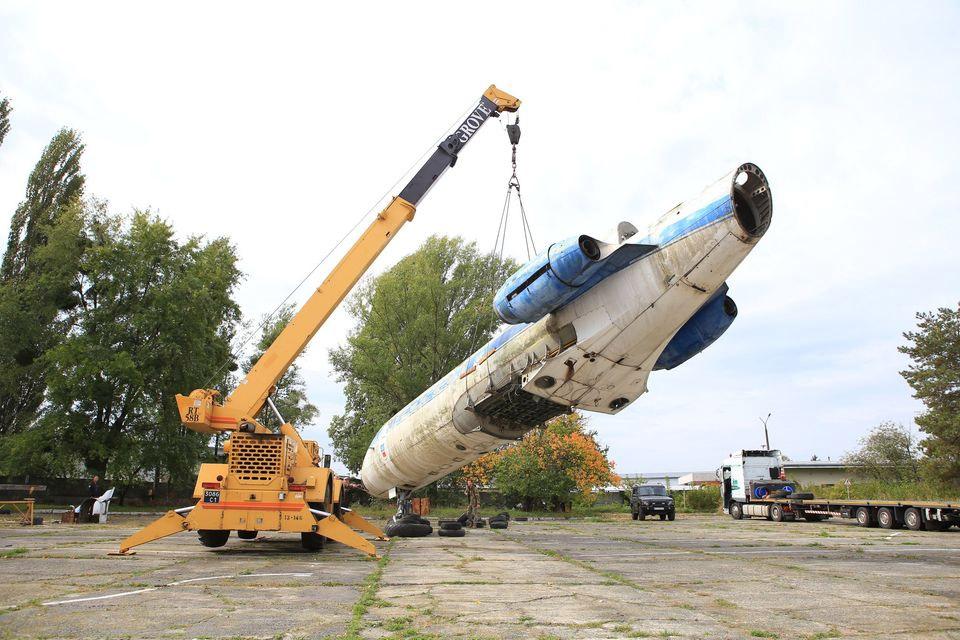 Процесс транспортировки Як-40 СССР-87683