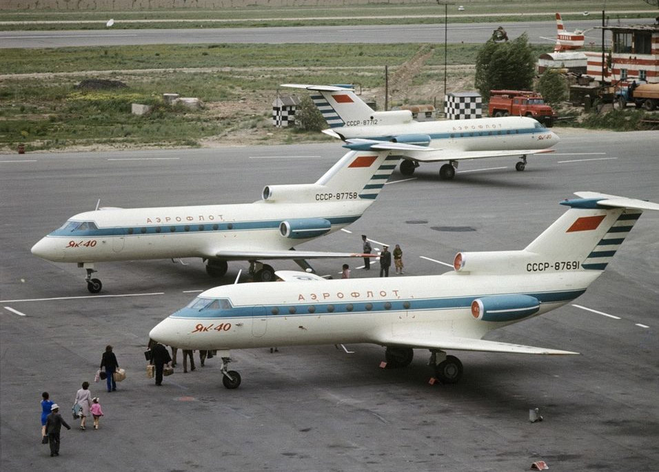 Як-40 в ливрее первых годов полетов