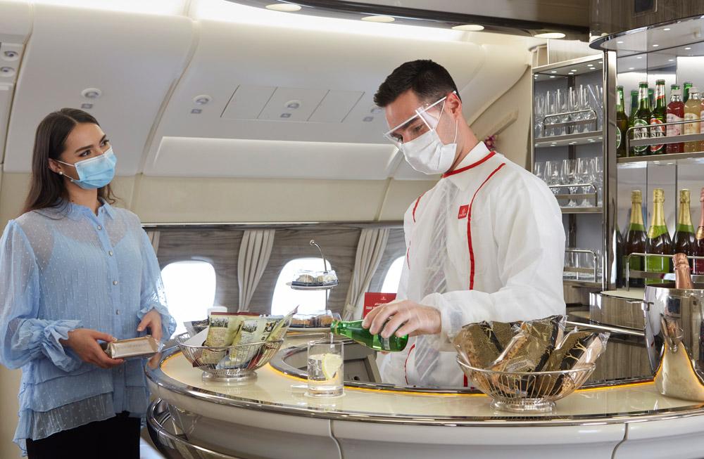 Барная стойка в Airbus A380 Emirates