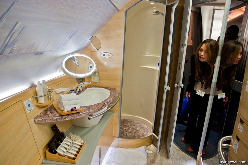Душ для пассажиров первого класса в Airbus A380 Emirates