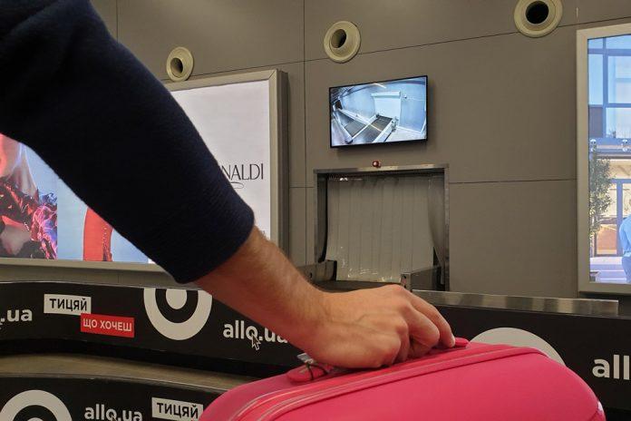 Экран в зоне выдачи багажа в аэропорту Одесса