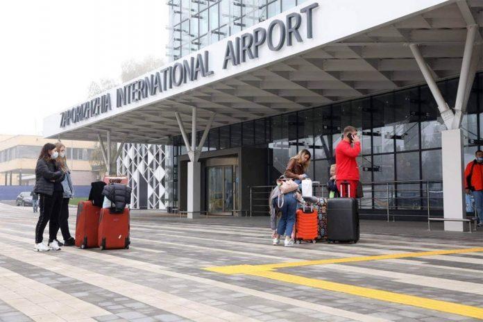 Вход в новый терминал в аэропорту Запорожье