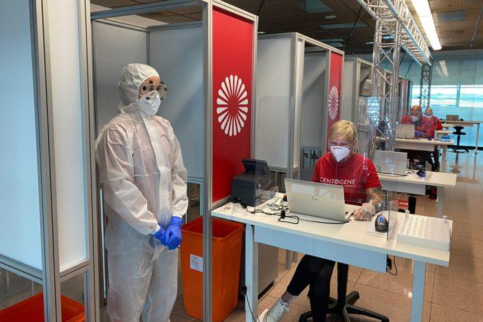 Кабинки по тестированию пассажиров на коронавирус в аэропорту
