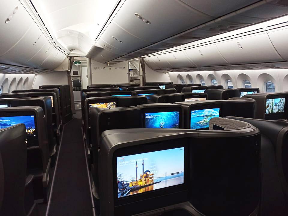 Вид на салон бизнес-класса в Boeing 787 Turkish Airlines