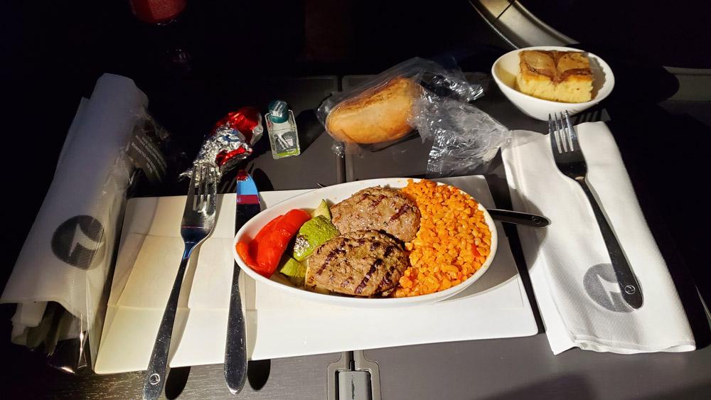 Тефтели с булгуром как питание в бизнес-классе Turkish Airlines