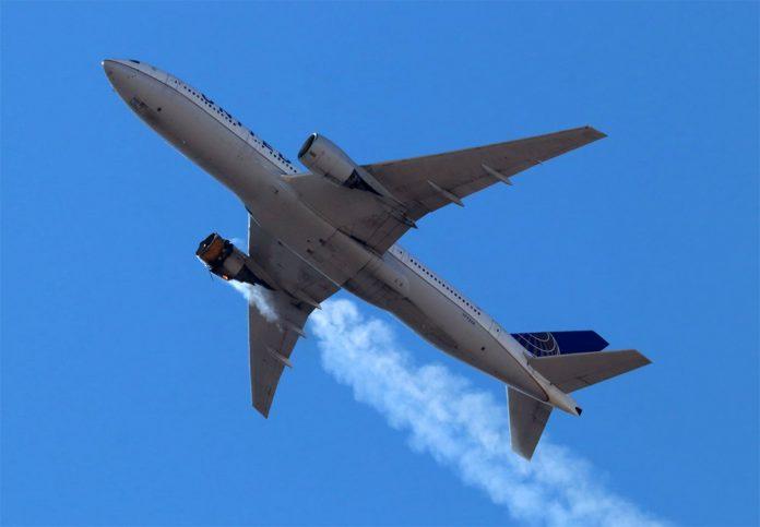 Boeing 777-200 United Airlines после разрушения двигателя
