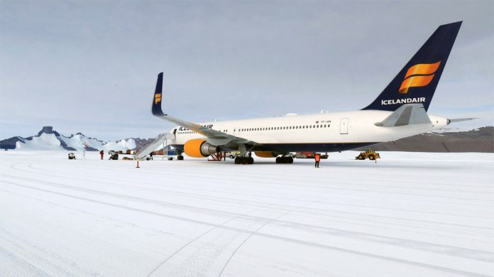 Boeing 767 Icelandair в Антарктиде
