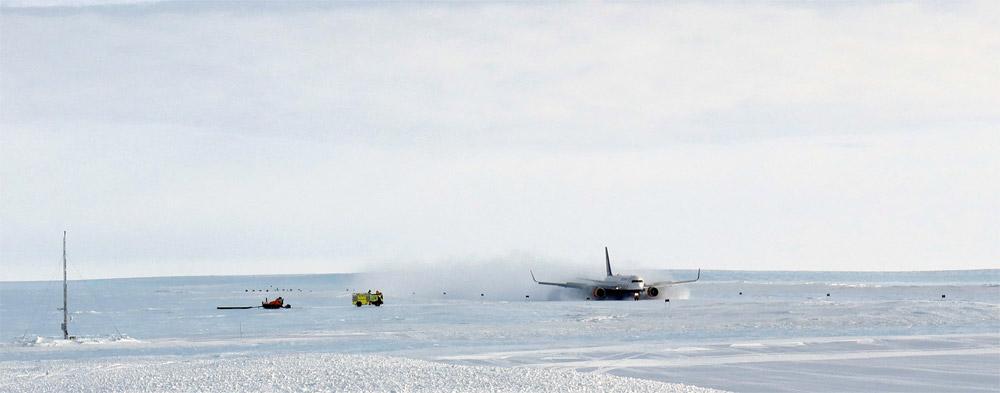 Посадка Boeing 767 Icelandair на ледяную полосу в Антарктиде