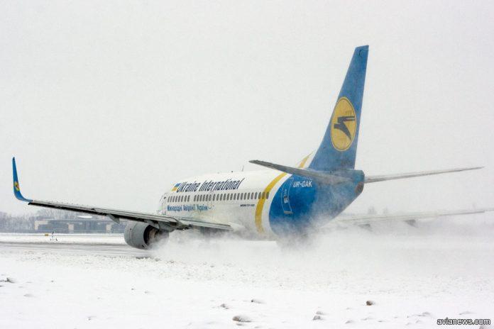 Boeing 737 МАУ зимой в снег
