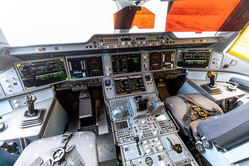 Кабина пилотов в Airbus A350-900 Qatar Airways