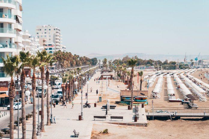 Набережная и пляж в Ларнаке, Кипр