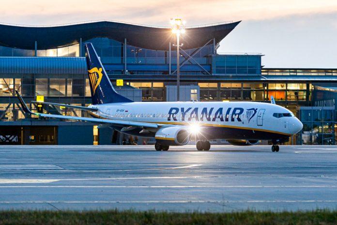 Boeing 737-800 Ryanair в аэропорту Борисполь