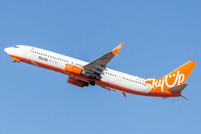 Boeing 737-900 SkyUp