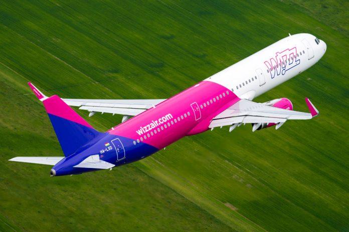 Airbus A321 Wizz Air в полете