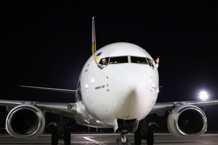 Приветствие пилотов Bees Airlines в Тбилиси после выполнения первого регулярного рейса