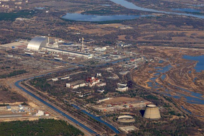 Вид на Чернобыльскую АЭС в борта самолета МАУ