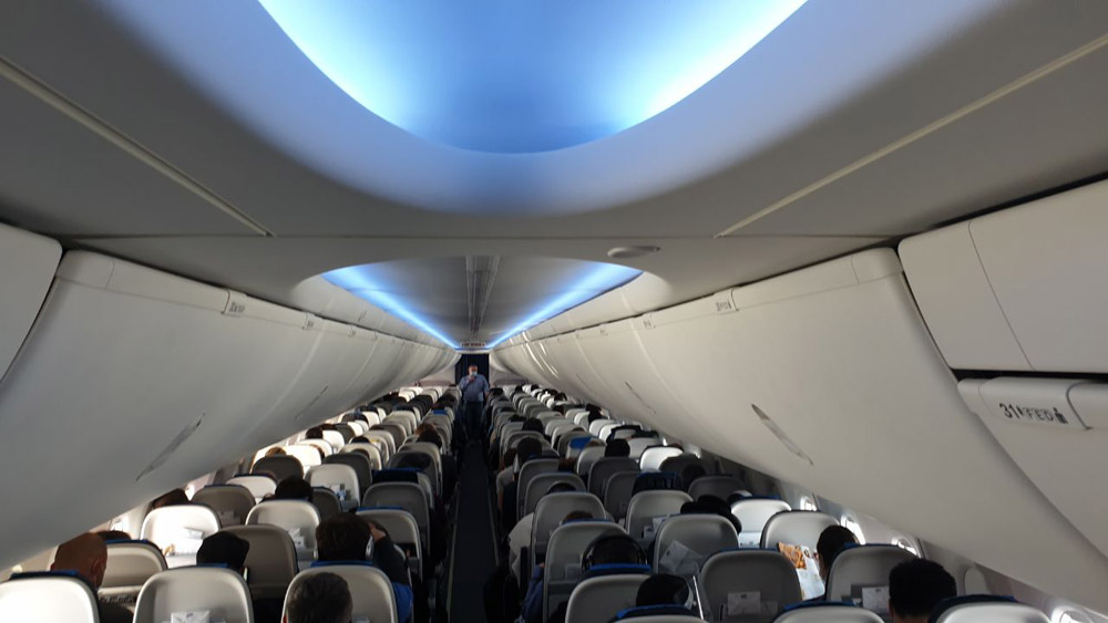 Салон Sky Interior в Boeing 737 MAX LOT