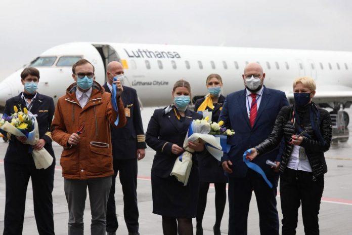 Встреча первого рейса Lufthansa из Франкфурта в аэропорту Львов
