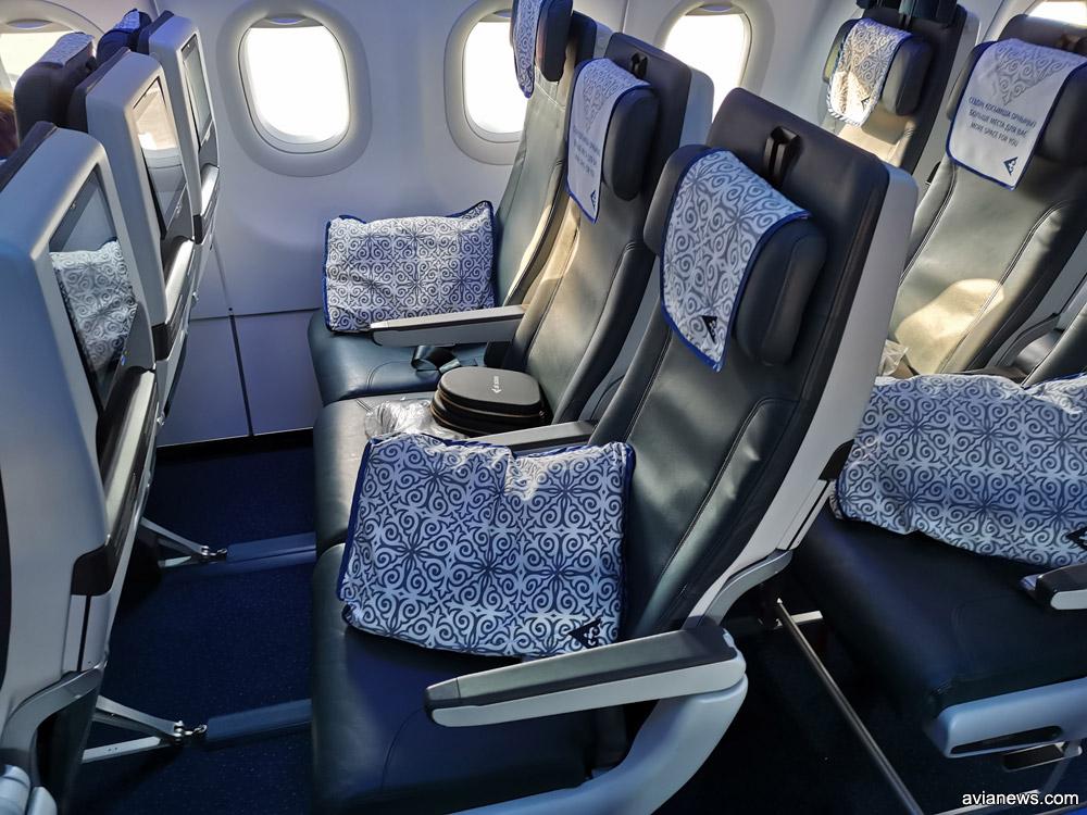 Кресла в носовой части самолета Airbus A320neo. Здесь сидят пассажиры бизнес-класса