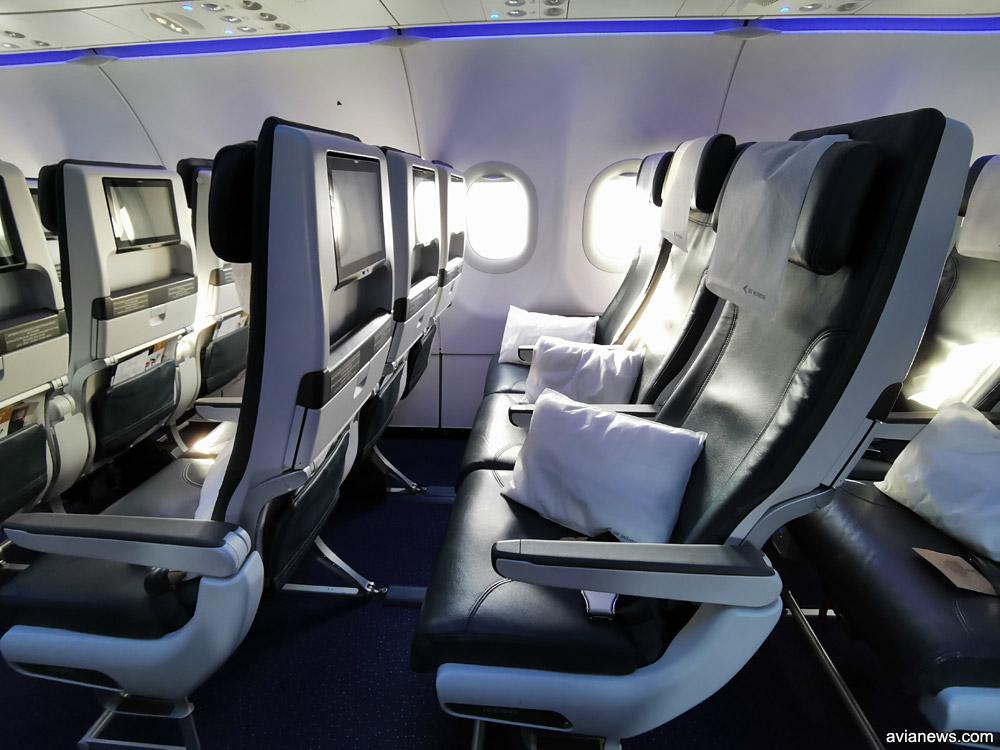 Подушки на креслах эконом-класса Air Astana
