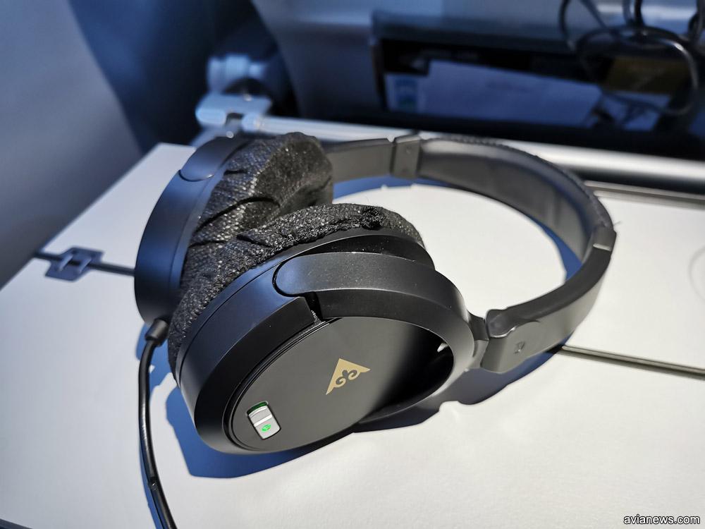 Наушники с шумоподавлением в бизнес-классе Air Astana
