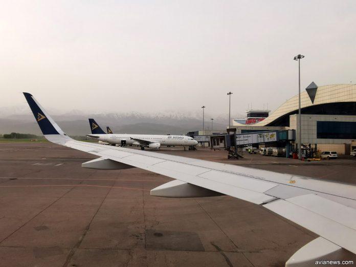 Самолеты Air Astana в аэропорту Алматы