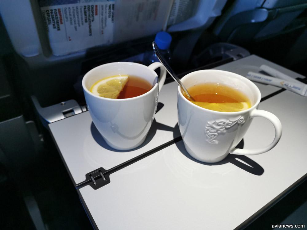 Чай в фарфоровой посуде в бизнес-классе Air Astana