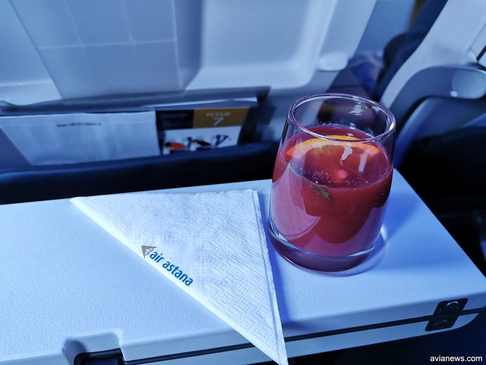 Приветственный напиток в бизнес-классе Air Astana
