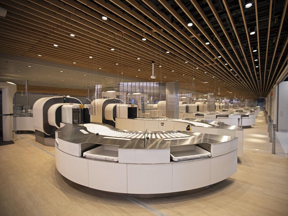 Компьютерный томограф в аэропорту Амстердама Схипхол для проверки ручной клади пассажиров