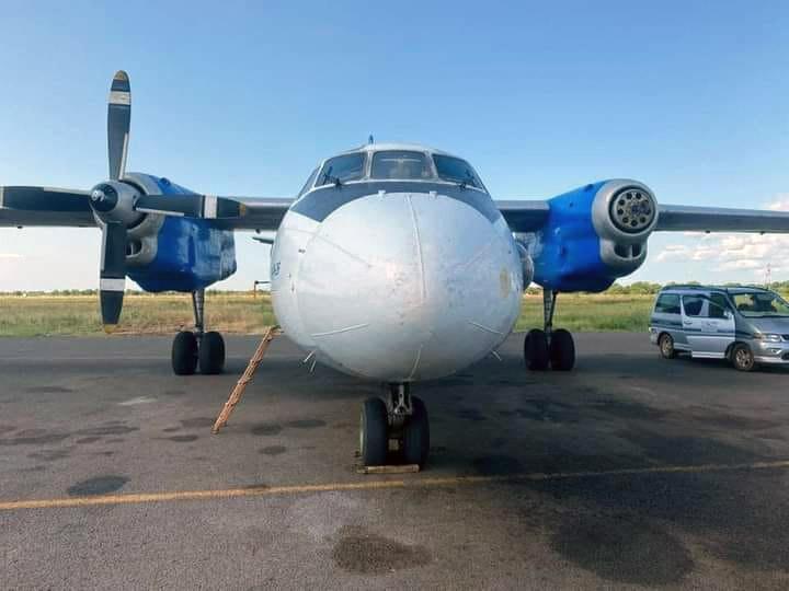 Ан-26 без одного винта после посадки в Джубе