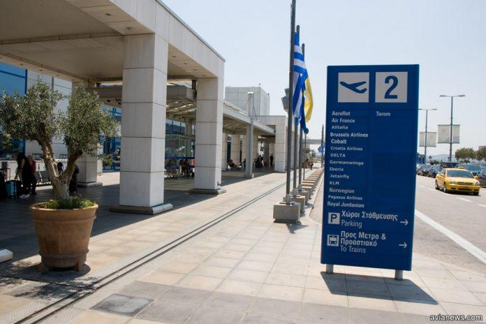 Указатель в аэропорту Афины, Греция
