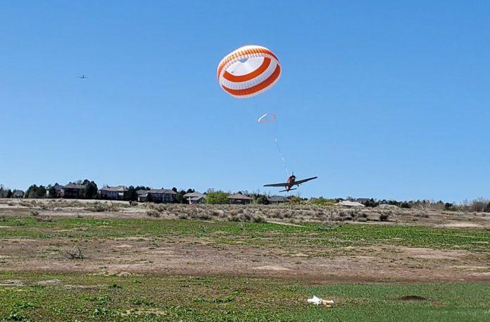Приземление Cirrus SR-22 с помощью аварийного парашюта