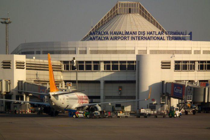 Терминал 1 в аэропорту Анталья