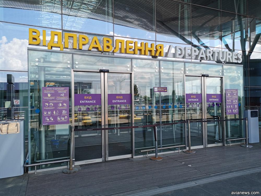 Закрытый вход в терминал D в аэропорту Борисполь