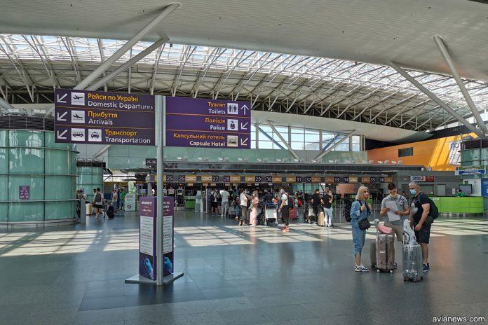Зал регистрации в терминале D в аэропорту Борисполь