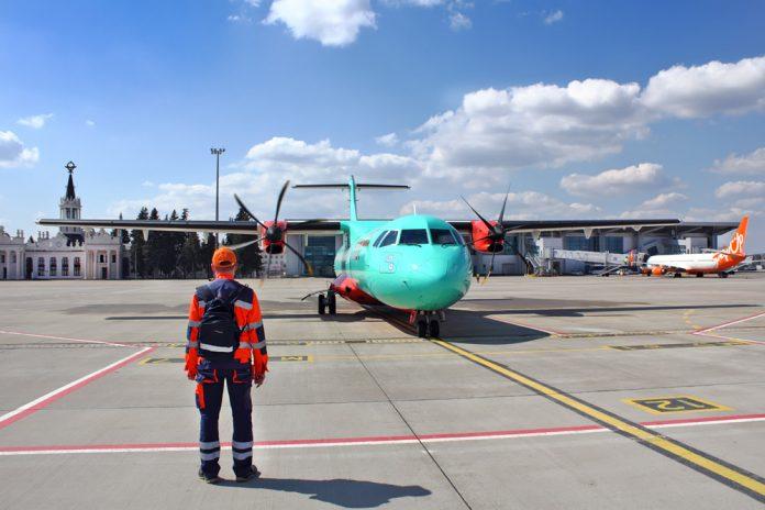 Самолеты в аэропорту Харьков