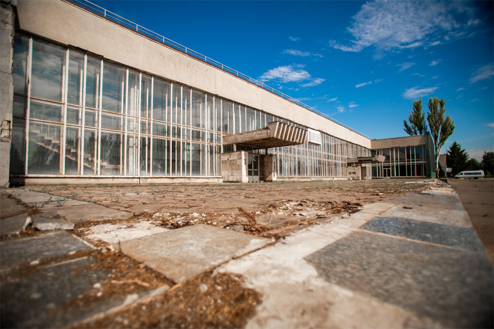 Недействующий терминал в аэропорту Кривой Рог, который хотят реконструировать за 300 млн грн