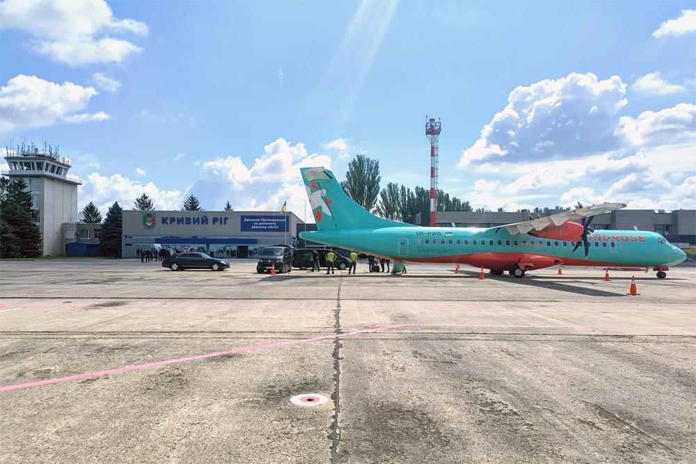 """Самолет ATR 72-600 """"Роза Ветров"""" в аэропорту Кривой Рог"""