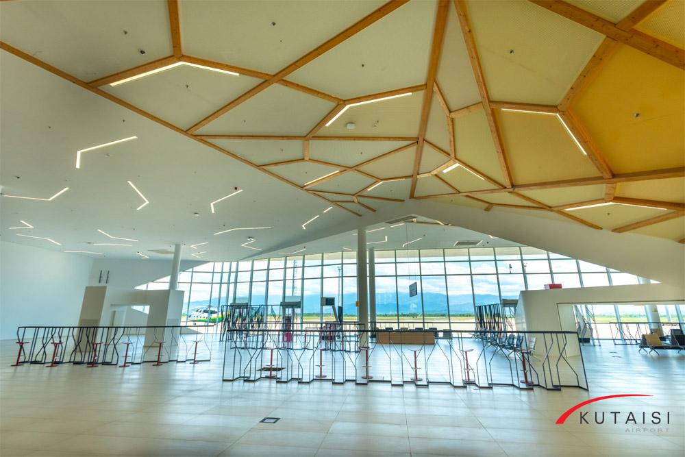 Зал вылета в аэропорту Кутаиси