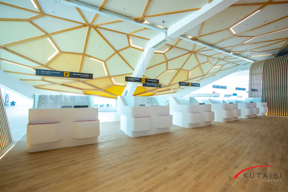 Паспортный контроль в аэропорту Кутаиси