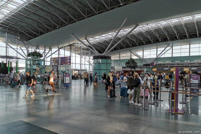 Зона регистрации в терминале D в аэропорту Борисполь